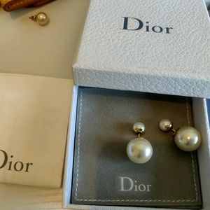 Dior pearl earrings invoice avaliable